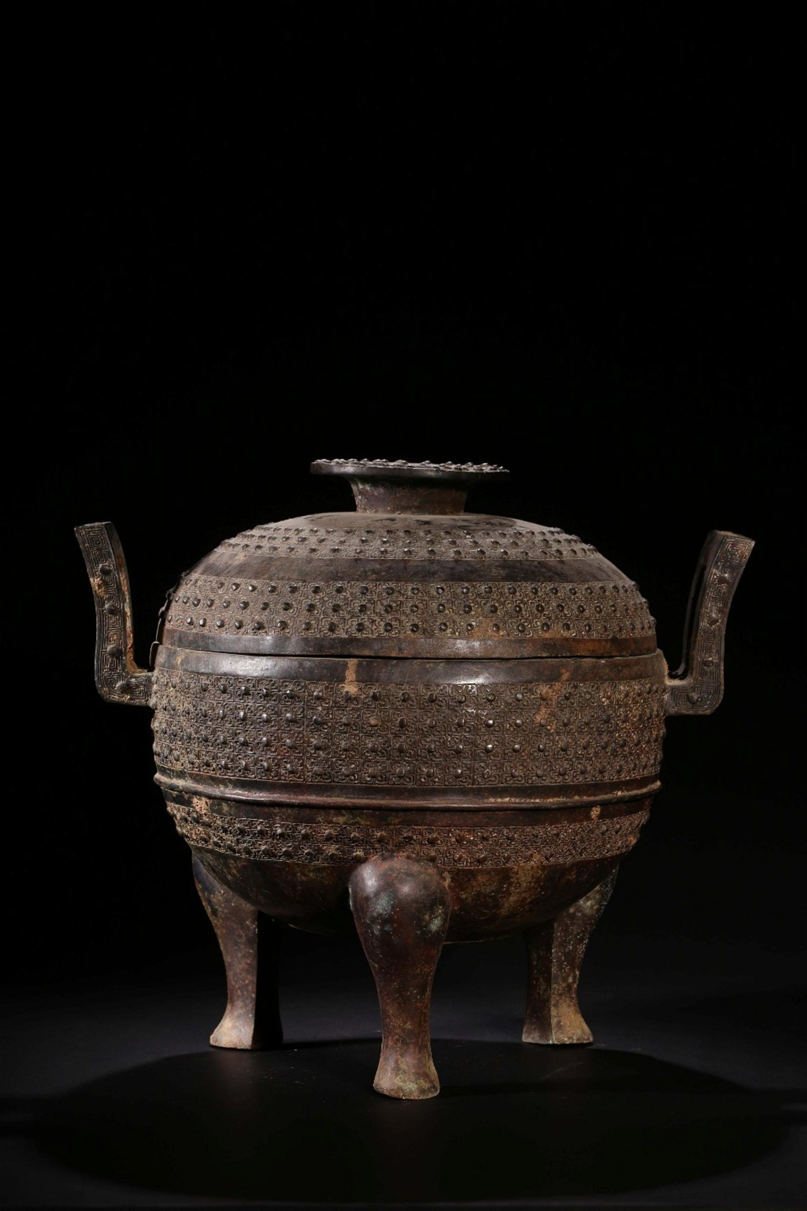 A BRONZE FOOD VESSEL AND COVER.QING PERIOD