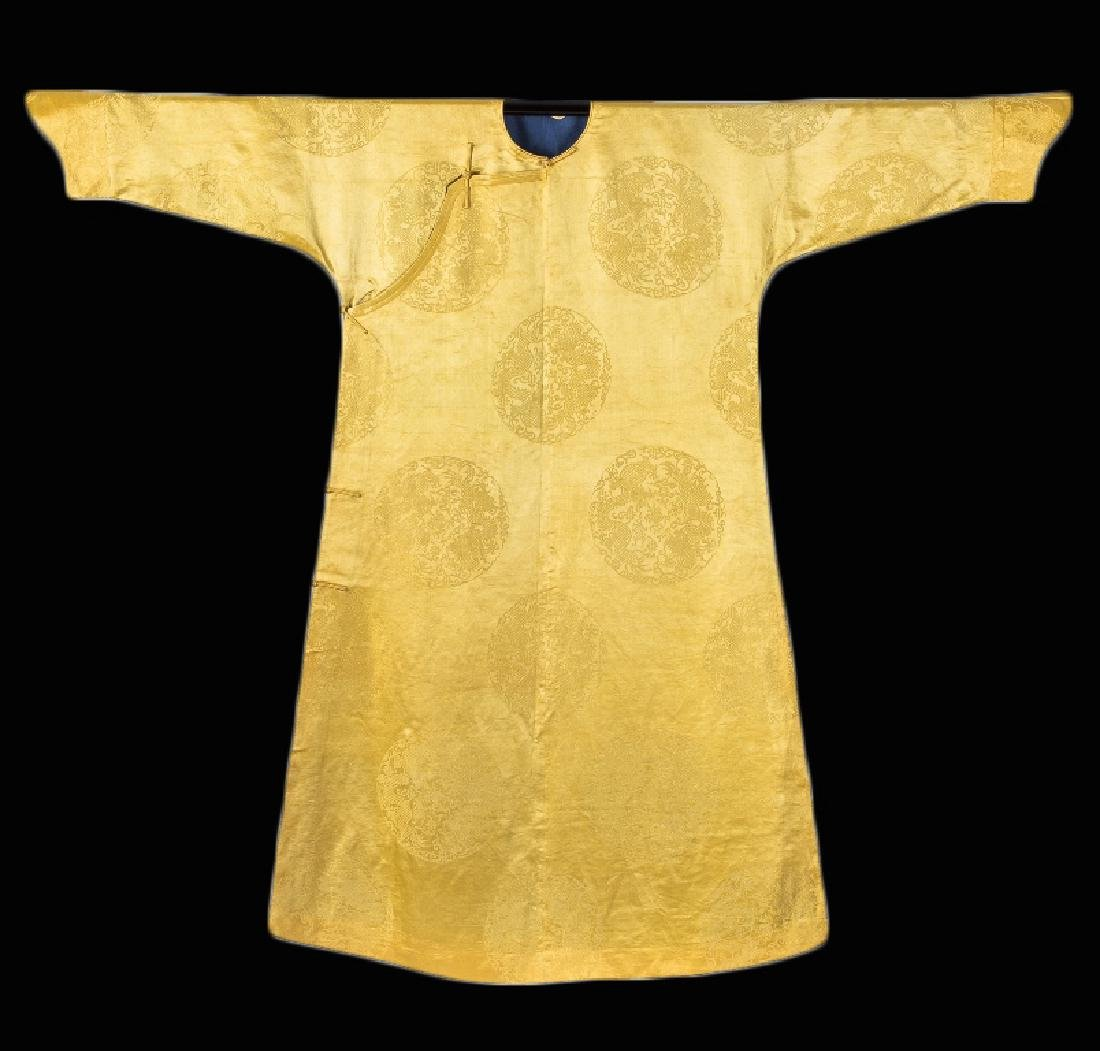 AN IMPERIAL YELLOW SILK DRAGON ROBE