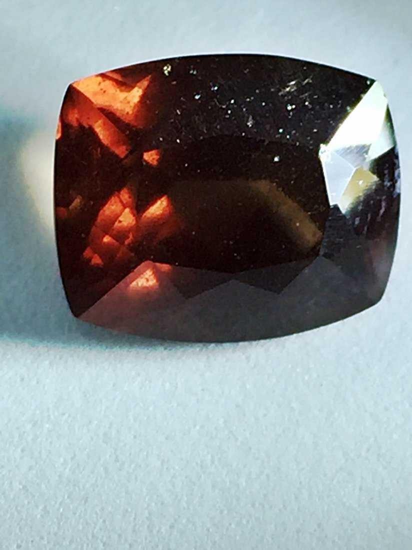 Natural Garnet Brown -Color Change (7.81 ct ) - 2