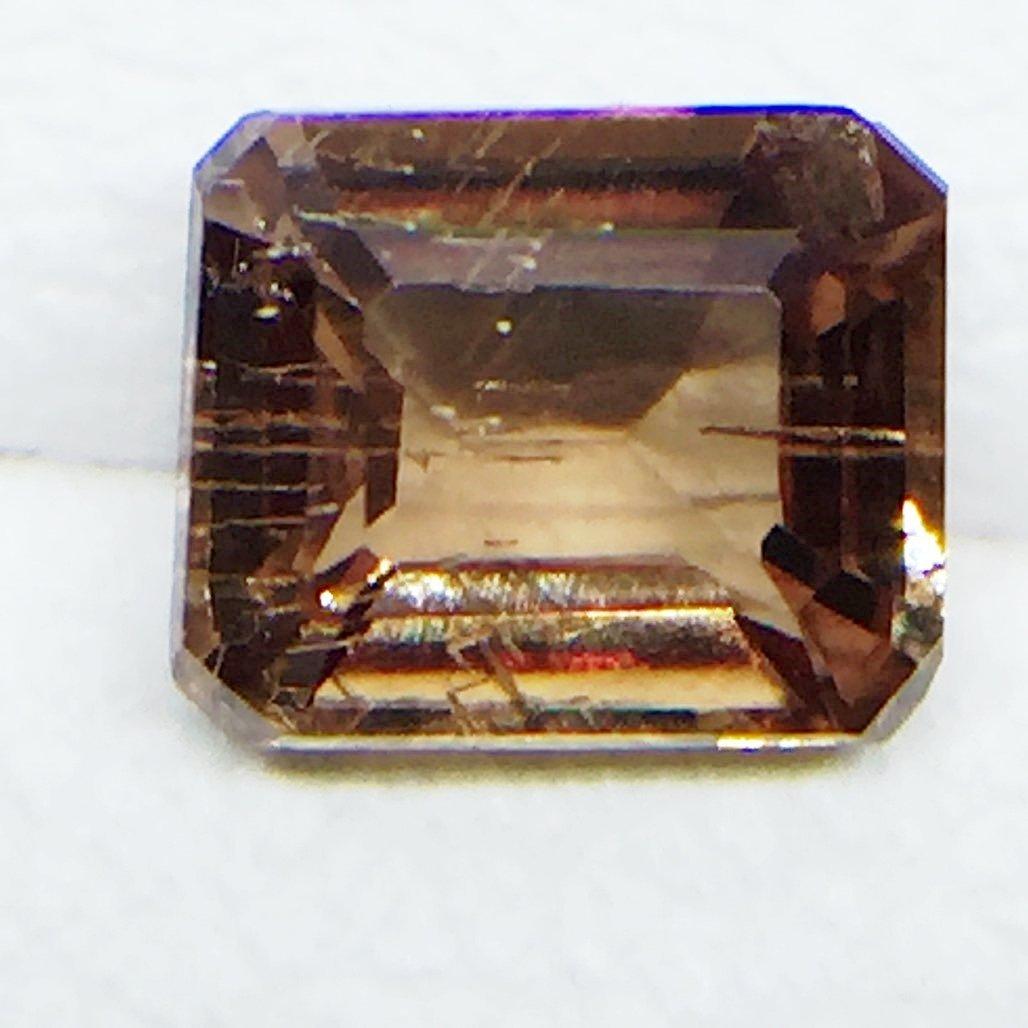 Natural Garnet - Color Change - 0.57 ct - 4