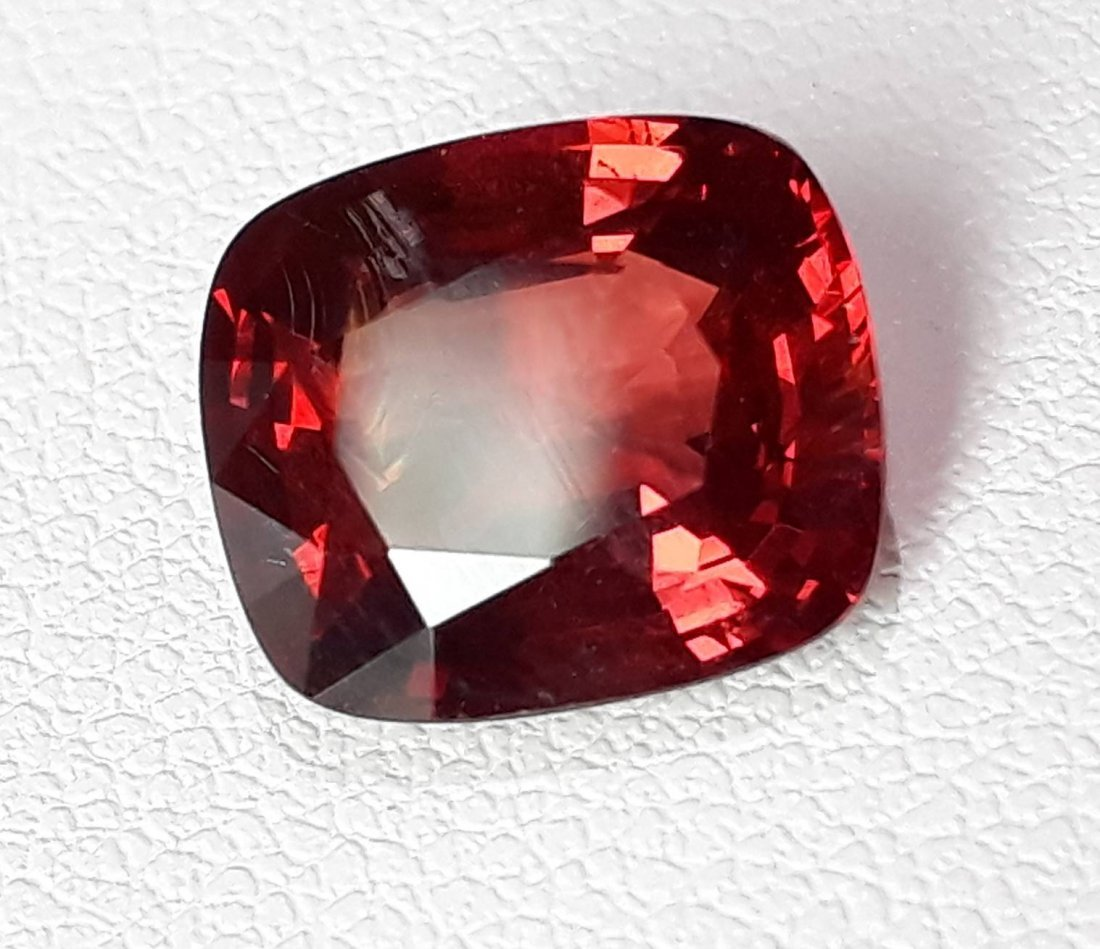 Natural Spinel - 3.32 ct. with AIGS Certificate - 3