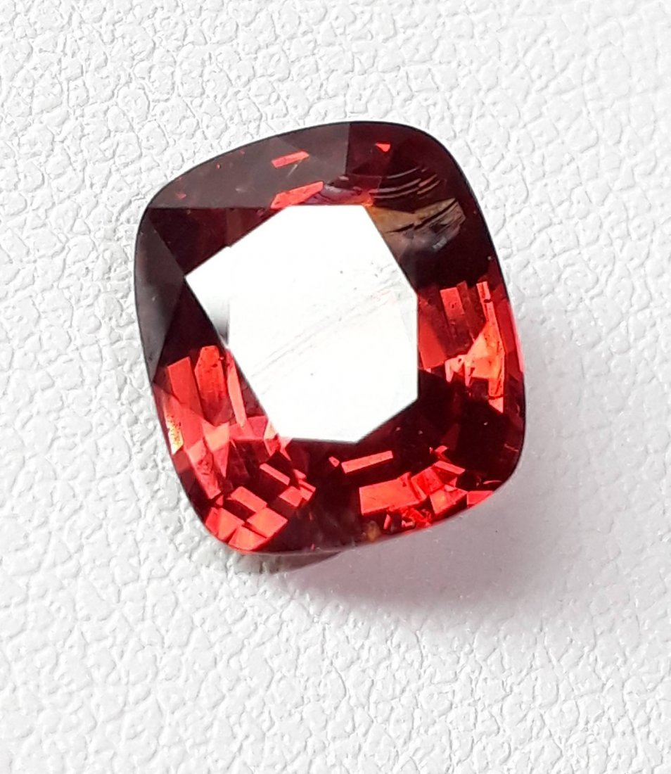 Natural Spinel - 3.32 ct. with AIGS Certificate - 4