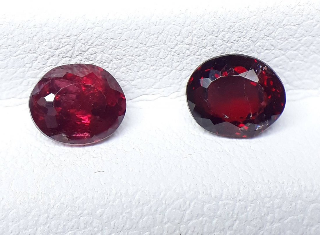Natural Spinel - 2 Pieces - 1.35 ct. - 2