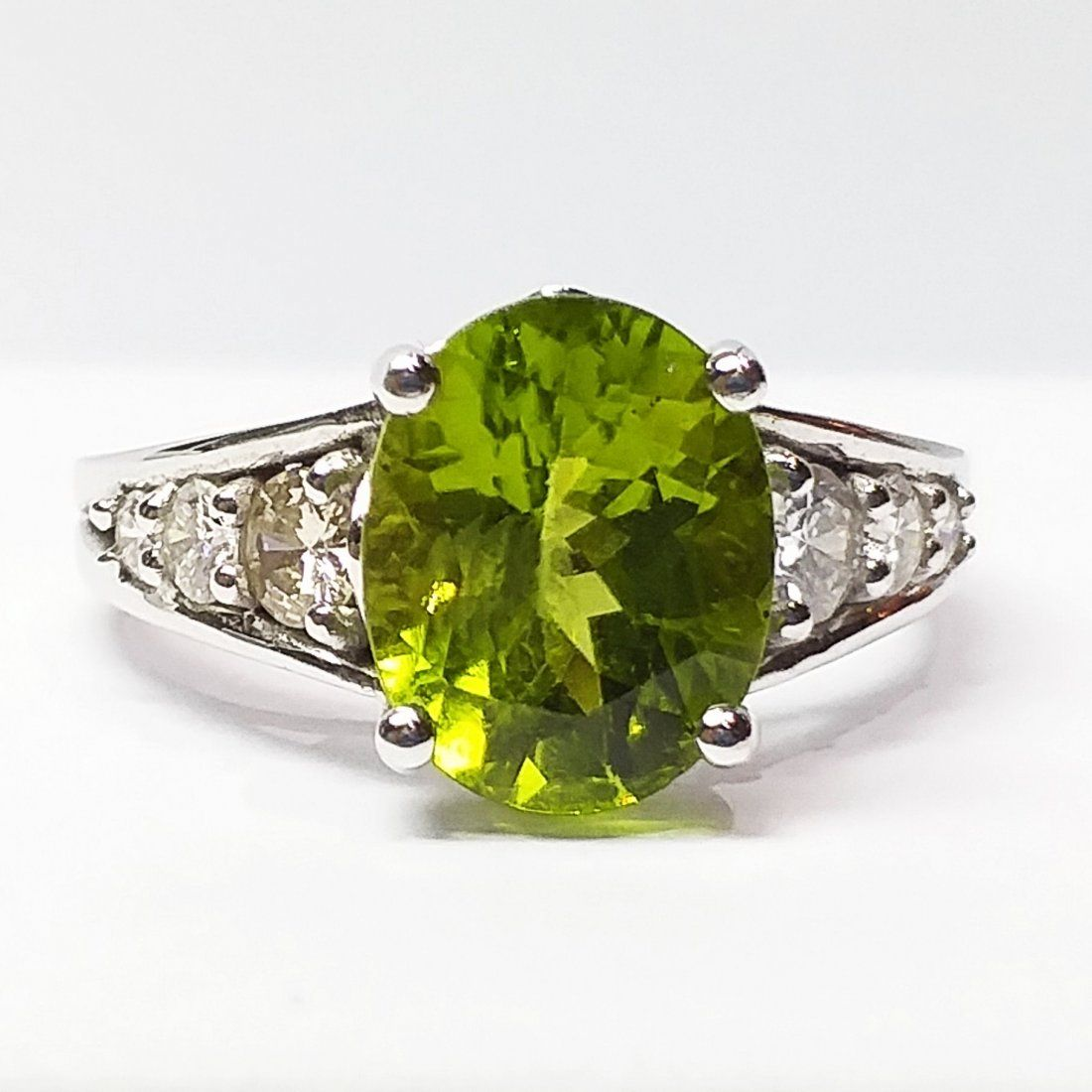 18 K White Gold, Peridot And Diamond Ring