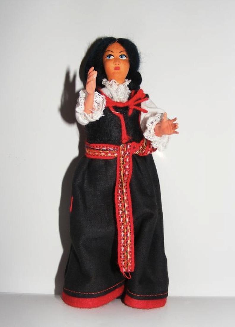 Doll / Puppe - Trachtenmädchen