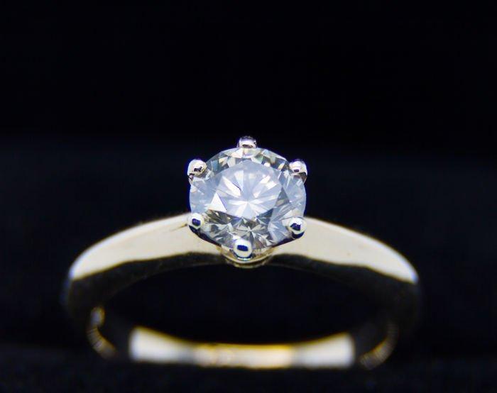 Ring with diamond 1.21 ct  very light brown