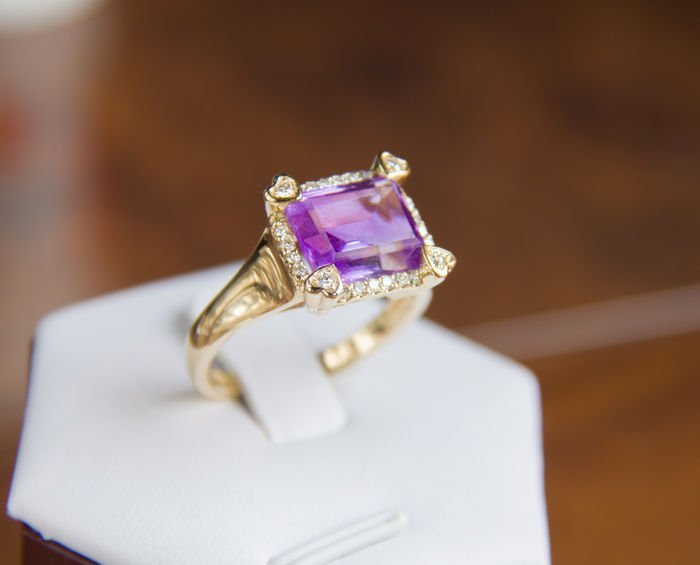 amethyst 4.91 ct. gold ring with 0.42 ct. diamonds