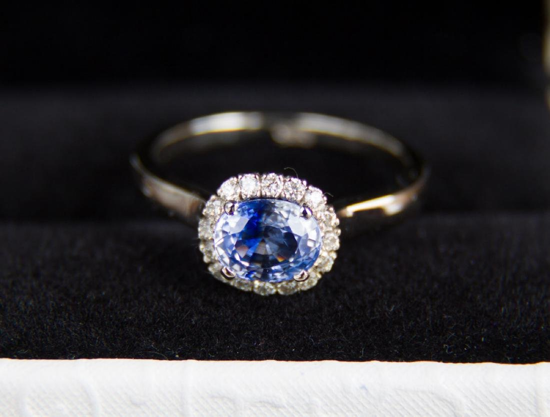 Gold ring with natural Sapphire and diamonds. Certified