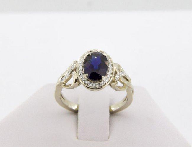 1.82 ct IGI certified  sapphire and 0.40 diamond ring