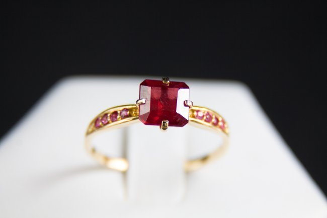 Gold ring with natural rubies