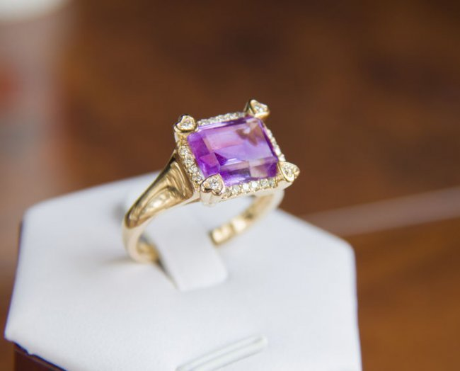 Amethyst 4.91 ct. gold ring with 0.42 ct. diamonds.