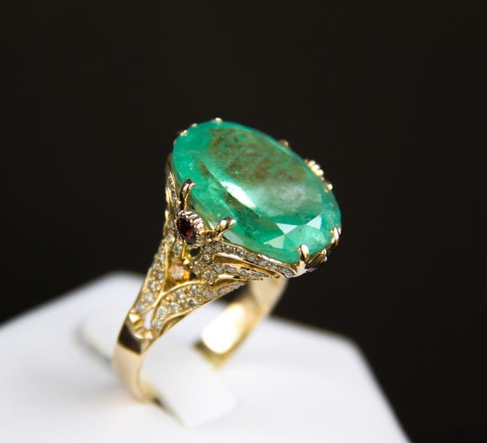 Ring with 15.31 ct emerald, diamonds, sapphires. Video