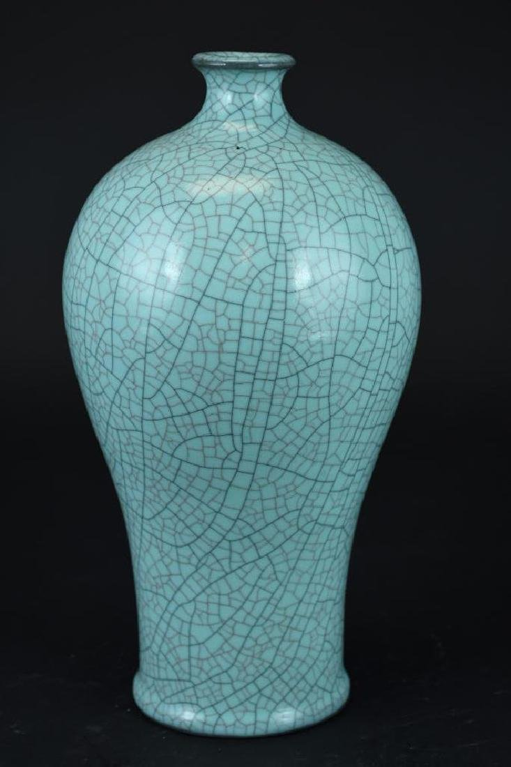 Chinese Blue Crackle Glaze Porcelain Vase