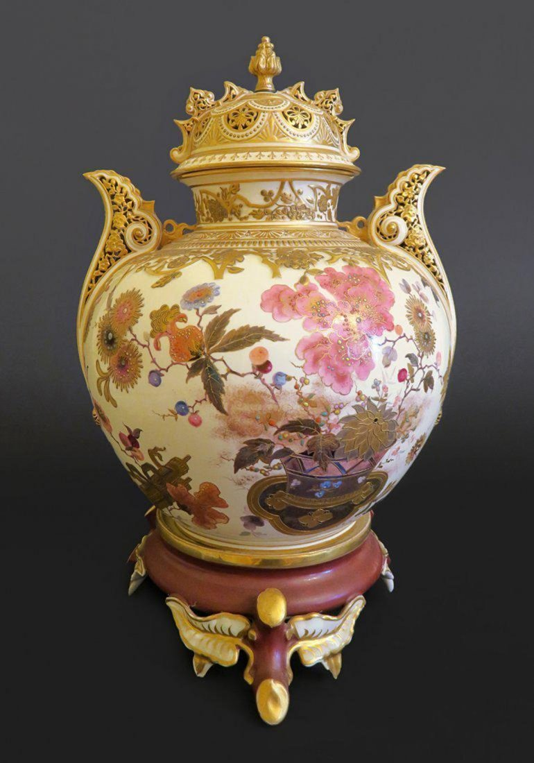 Exceptional Large Japanese Meiji Satsuma Urn With Top