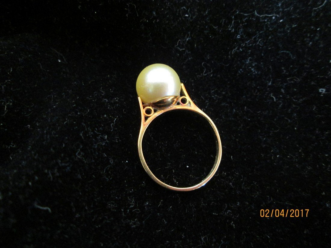 18kt and pearl ring