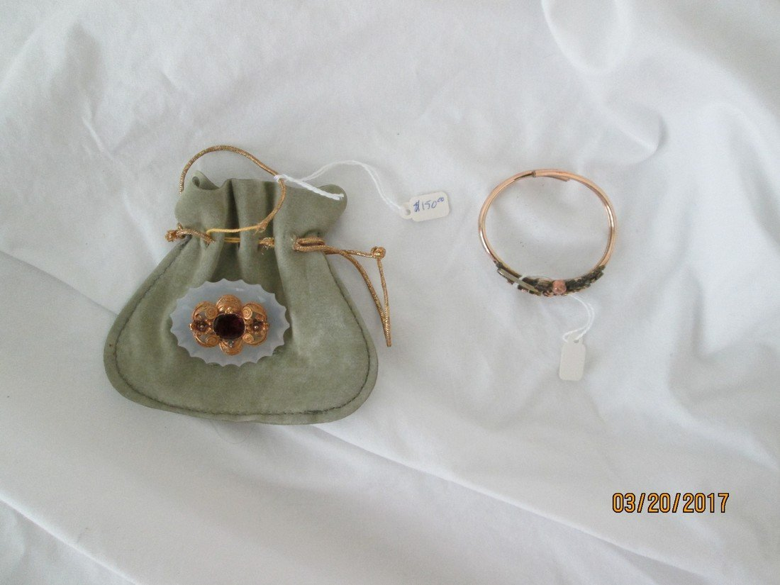 Lot of two pieces of jewelry