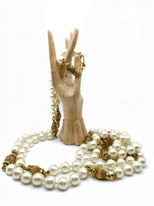 Chanel Faux Pearls Necklace. Signed