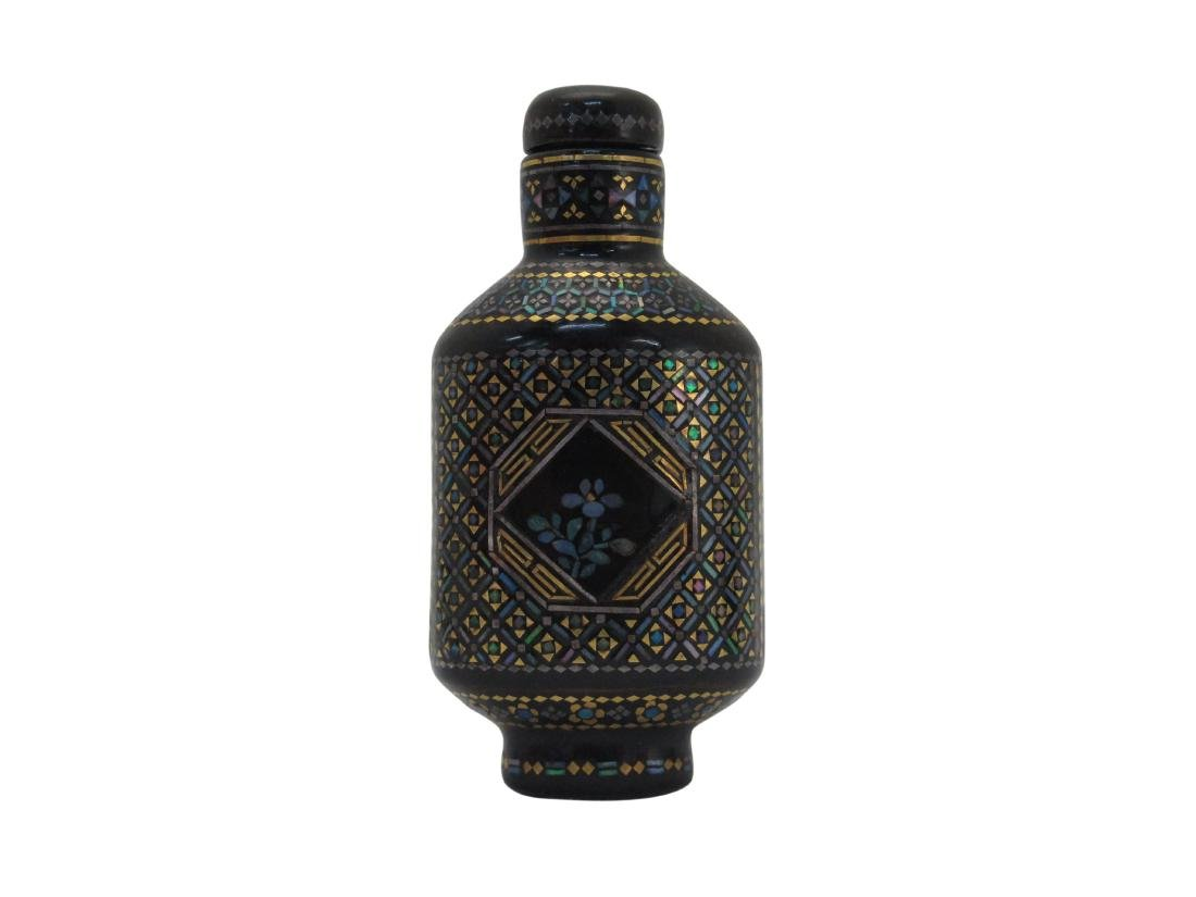 A Chinese Snuff bottle Black Laquare Inlay Mother Pearl