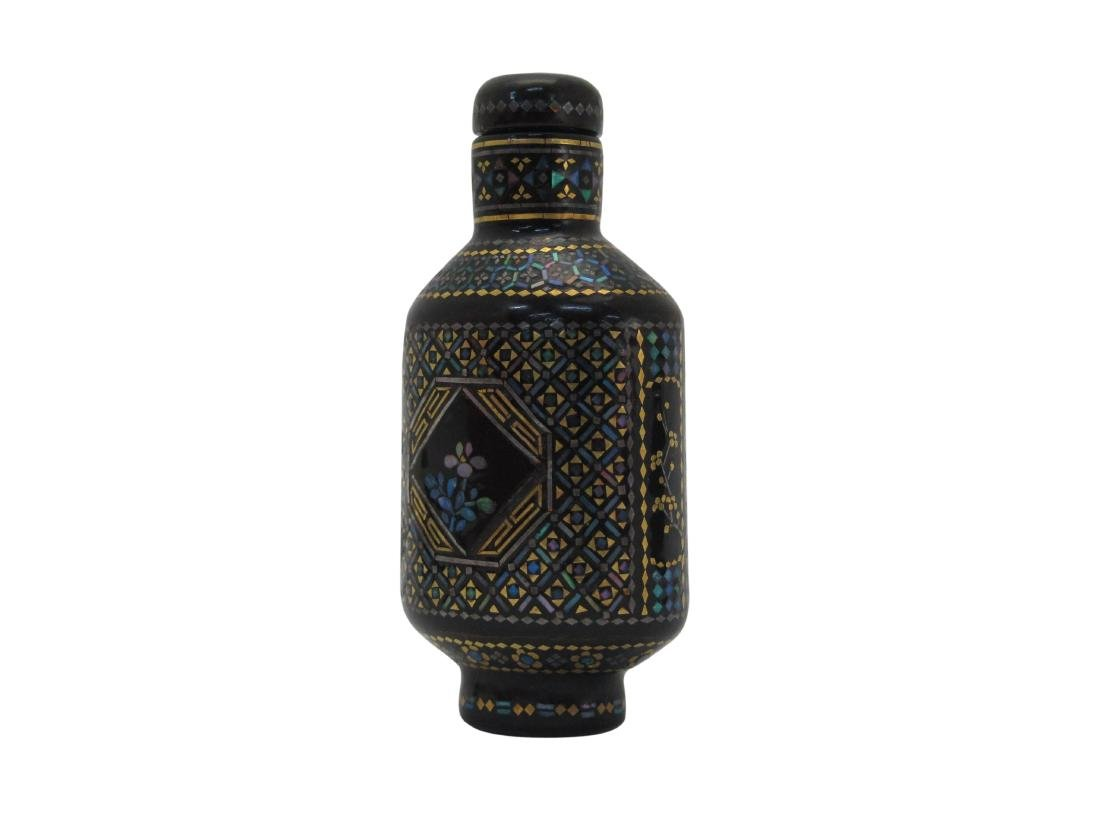 A Chinese Snuff bottle Black Laquare Inlay Mother Pearl - 2