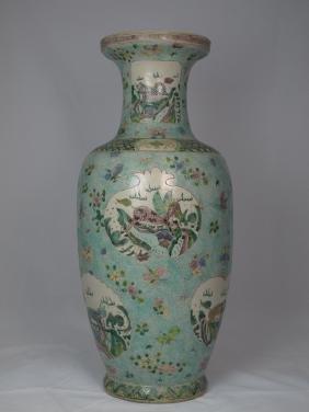 A Chinese Wucai Porclain Vase
