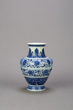A Chinese Blue and White Porcelain Vase,Qianlong