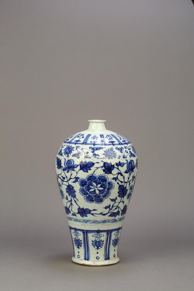 A Chinese Blue and White Porcelain Meiping