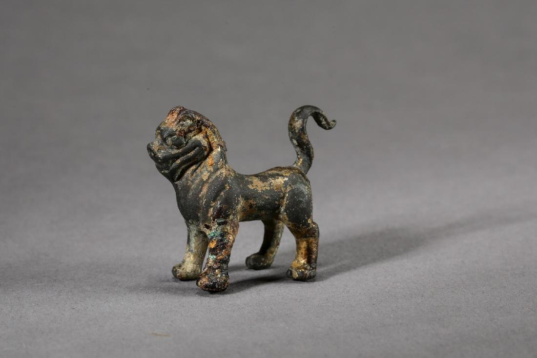 A Chinese Gilt bronze figure of lion from Qing Dynasty