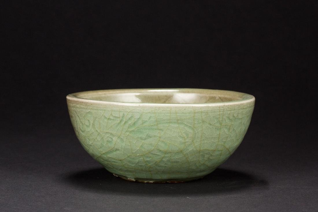 Longquan kiln carved Zhuge bowl from Late-Yuan