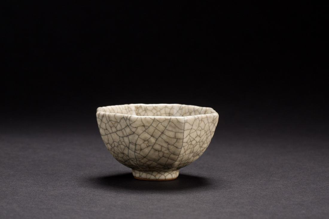 A rare Ge-Glazed cup from Qing Dynasty