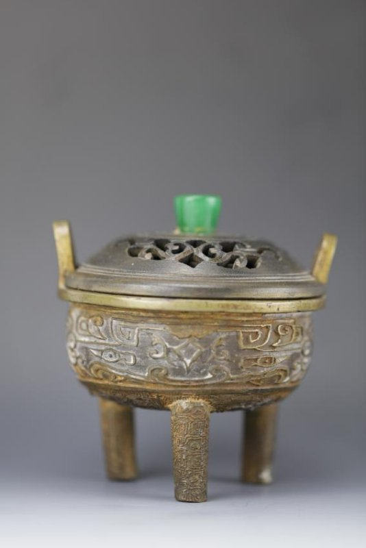 Bronze tripod censer with wooden lid