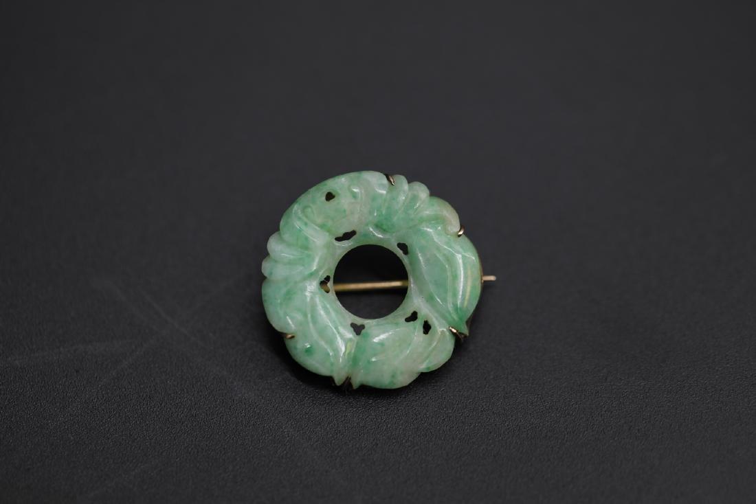 A jadeite on 14k gold brooch