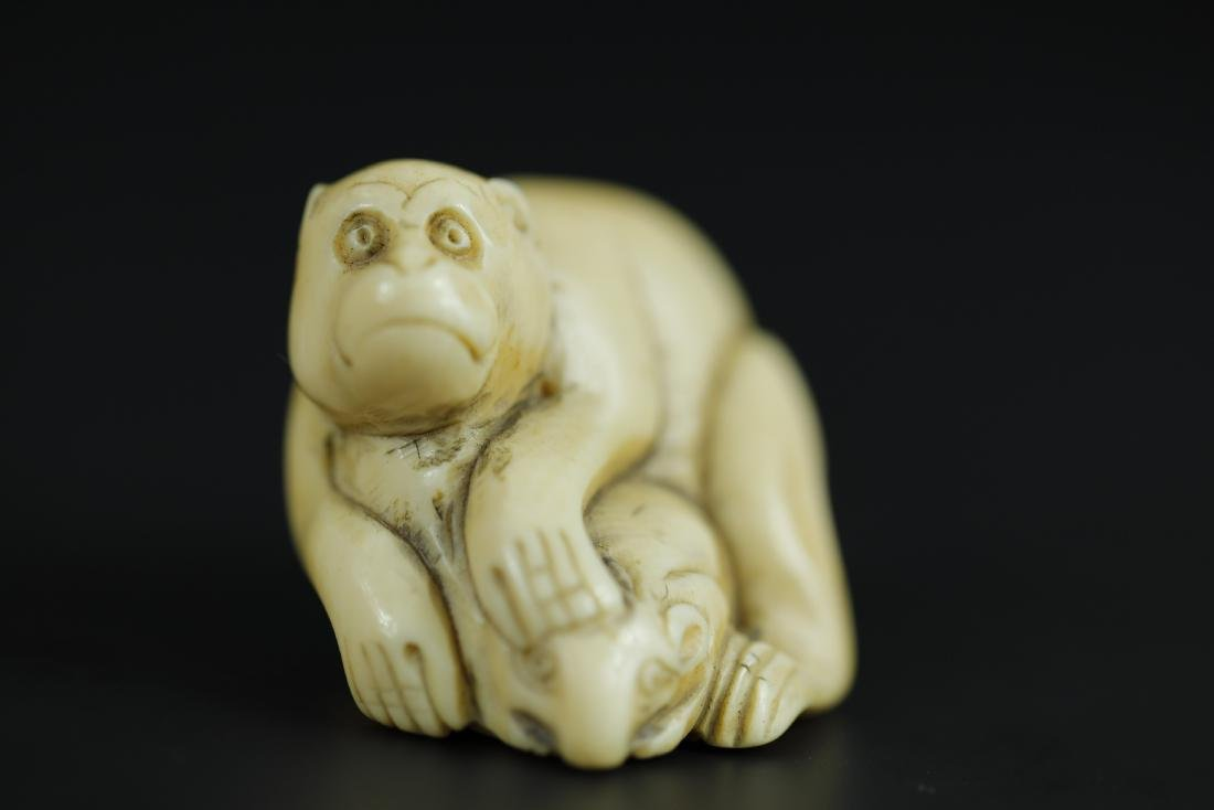 Japanese Netsuke carving of a monkey and rat