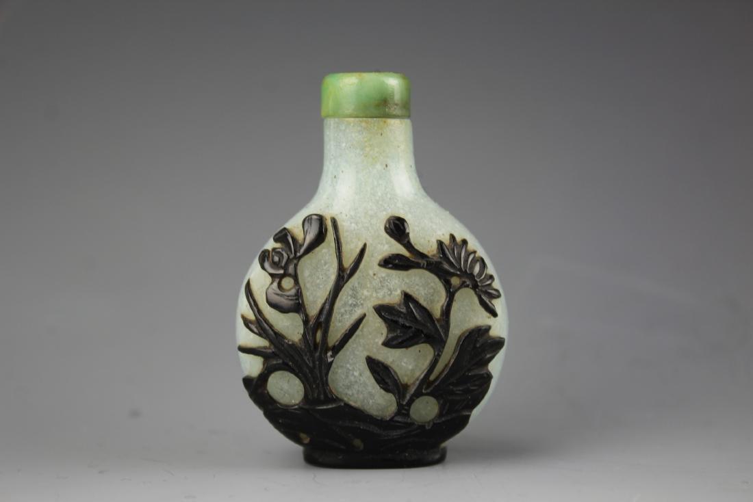 Chinese black overlay mottled glass snuff bottle