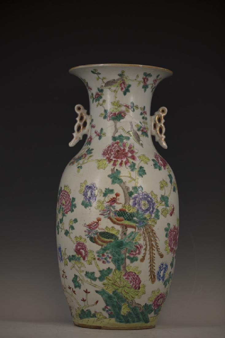 A Chinese Famille Rose Vase from Qing Dynasty