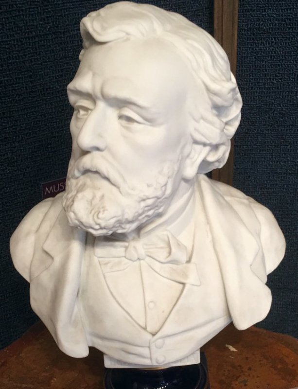 VERY DETAILED PORCELAIN BUST BY SEVRES