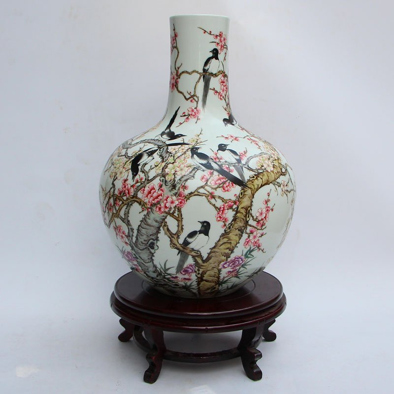 Important Famille Rose Vase, Qing Dynasty(1644-1911 AD)