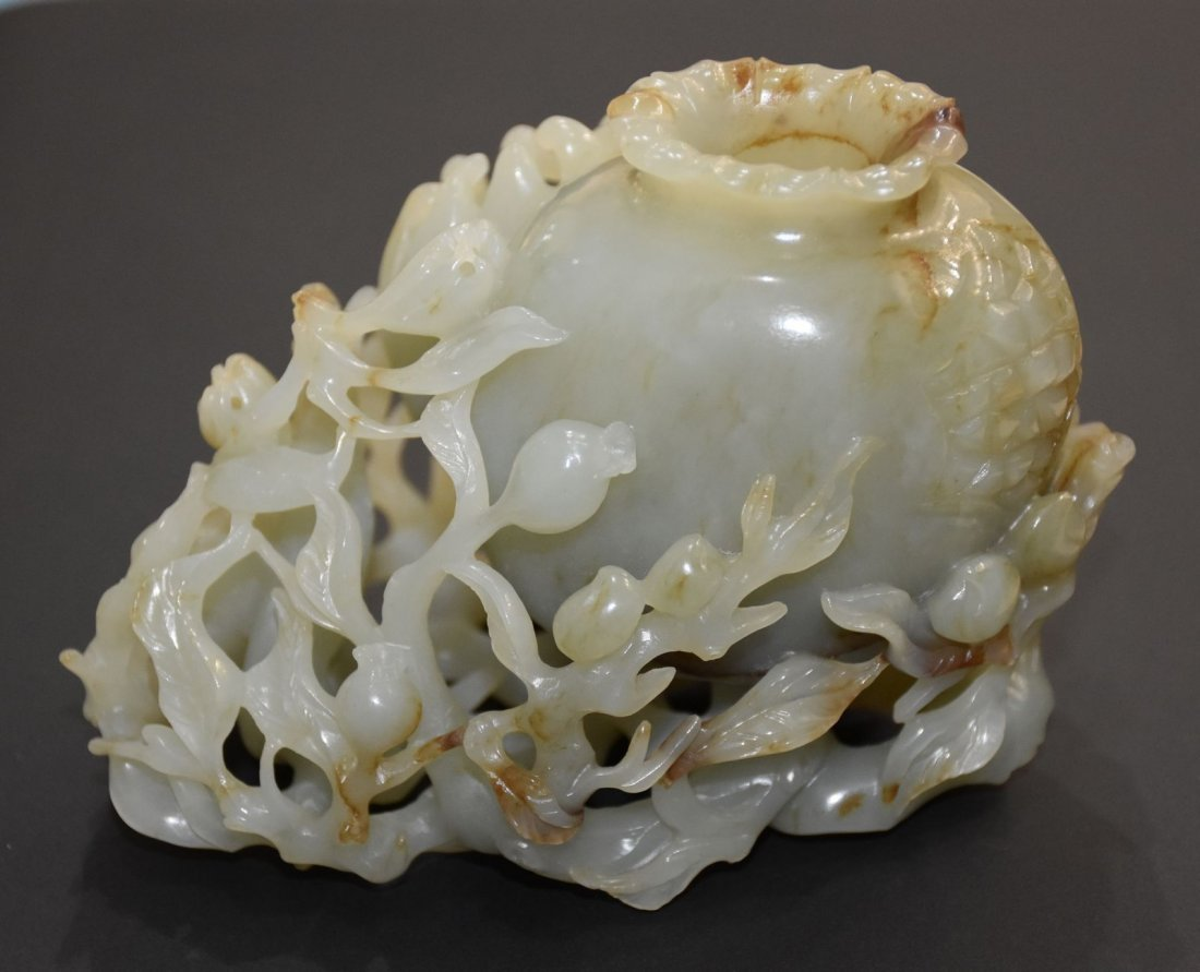 EXQUISITE & BEST QUALITY QING DYNASTY JADE VASE