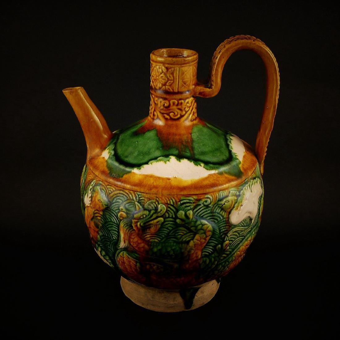 Liao dynasty, three-colour printing dragon pattern pot
