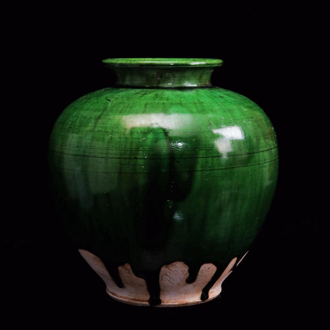 TANG DYNASTY, A GREEN GLAZE PORCELAIN JAR