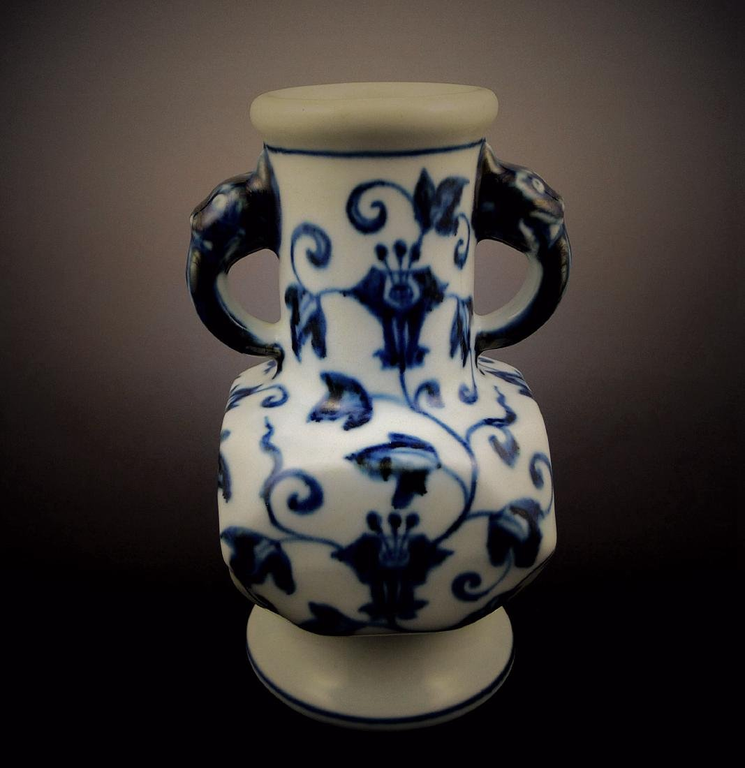 Ming Dynasty Xuande blue and white double-ear Vase