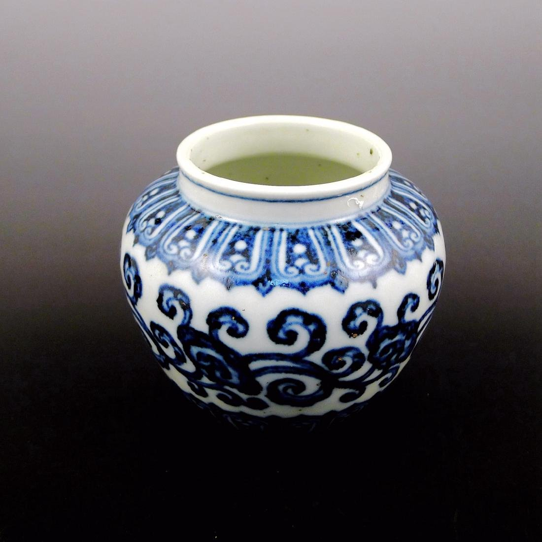 Ming Dynasty Xuande blue and white pot