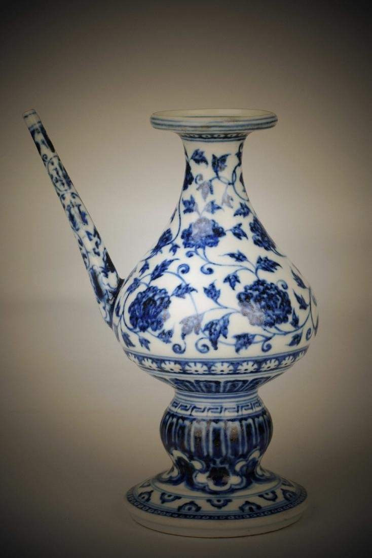 Chinese blue and white porcelain floral print pot