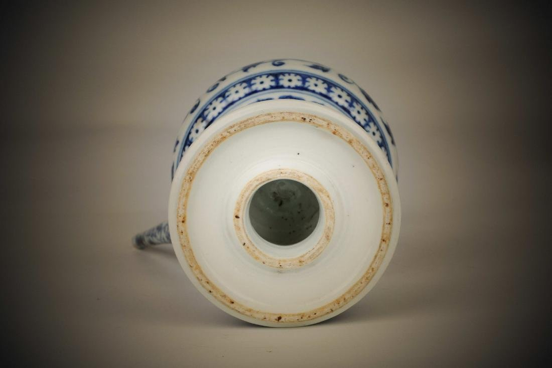 Chinese blue and white porcelain floral print pot - 4