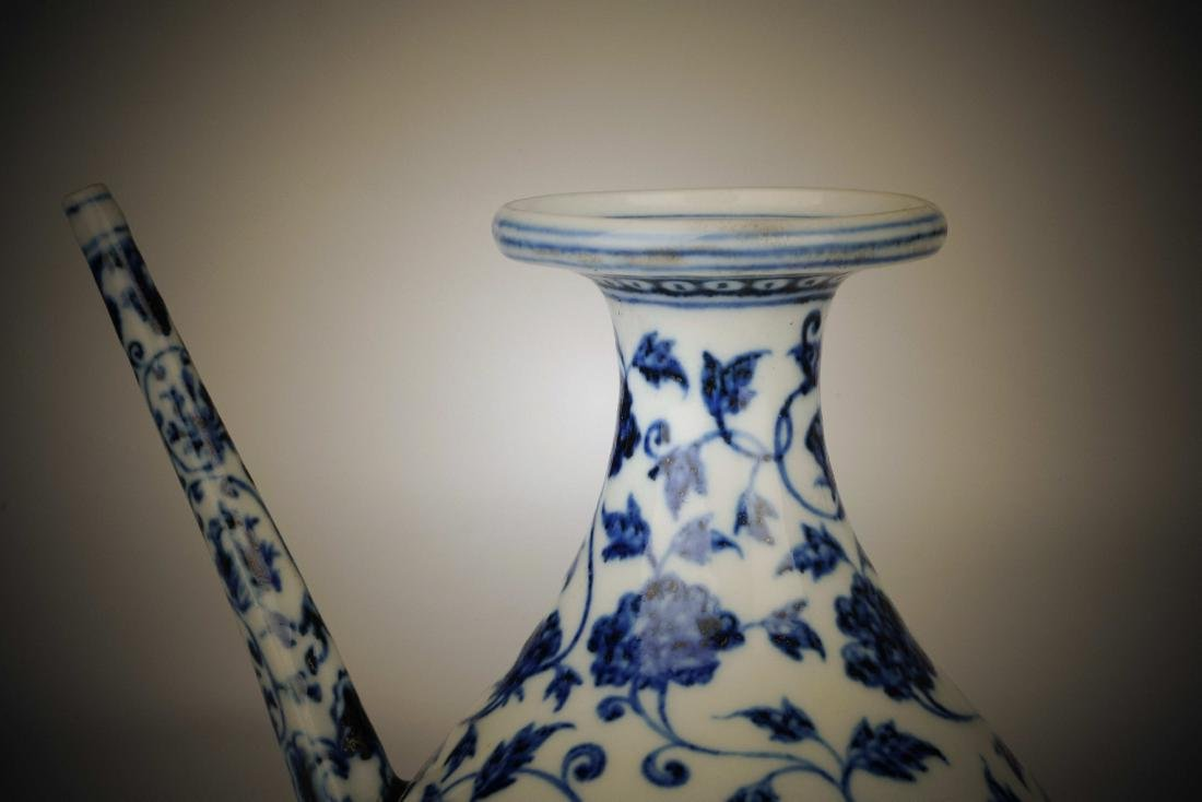 Chinese blue and white porcelain floral print pot - 5