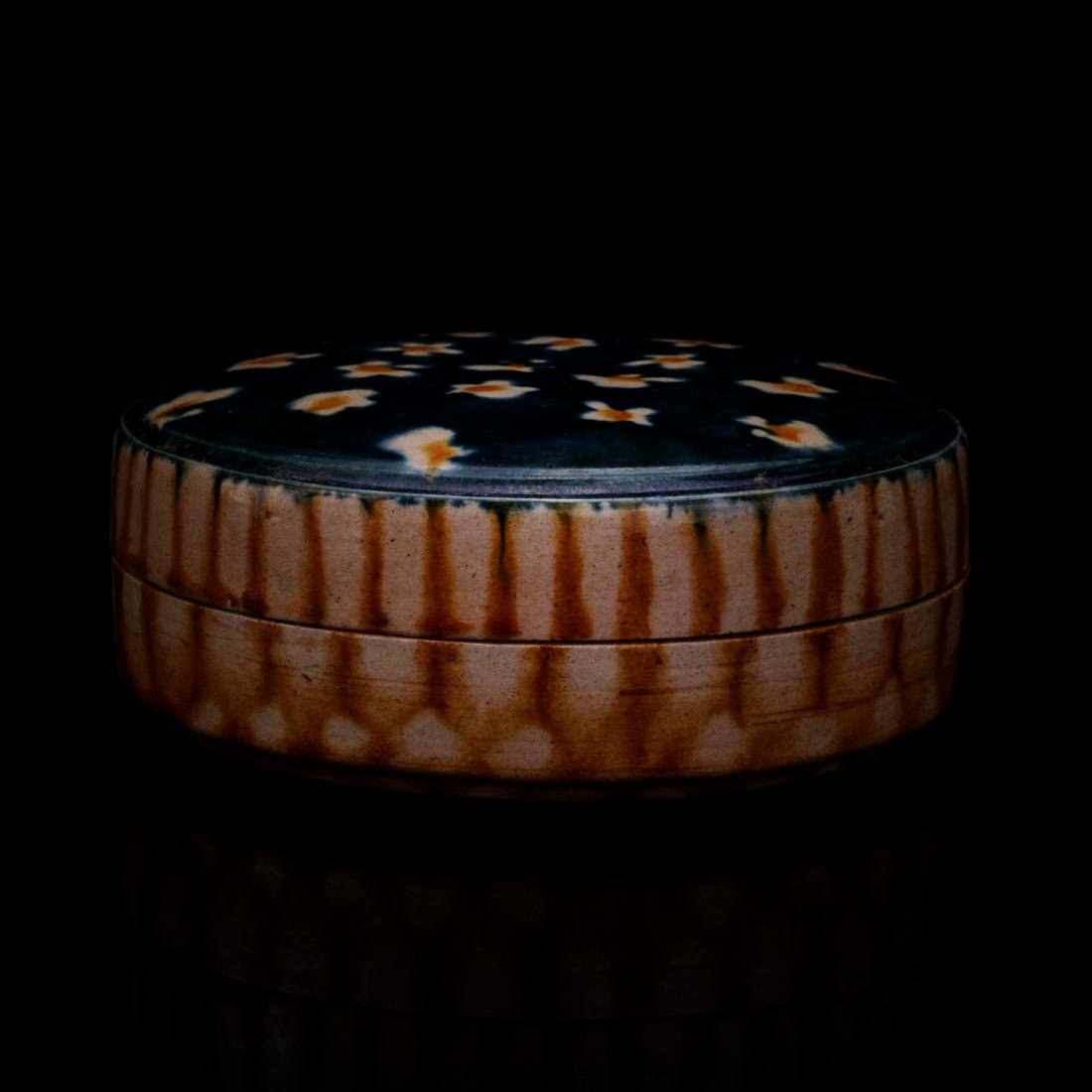 TANG DYNASTY, A CHINESE PORCELAIN POWDER BOX