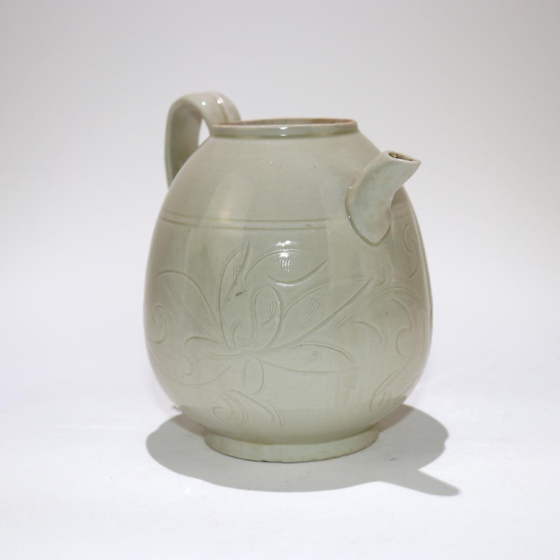 A CHINESE PORCELAIN TEAPOT - 3