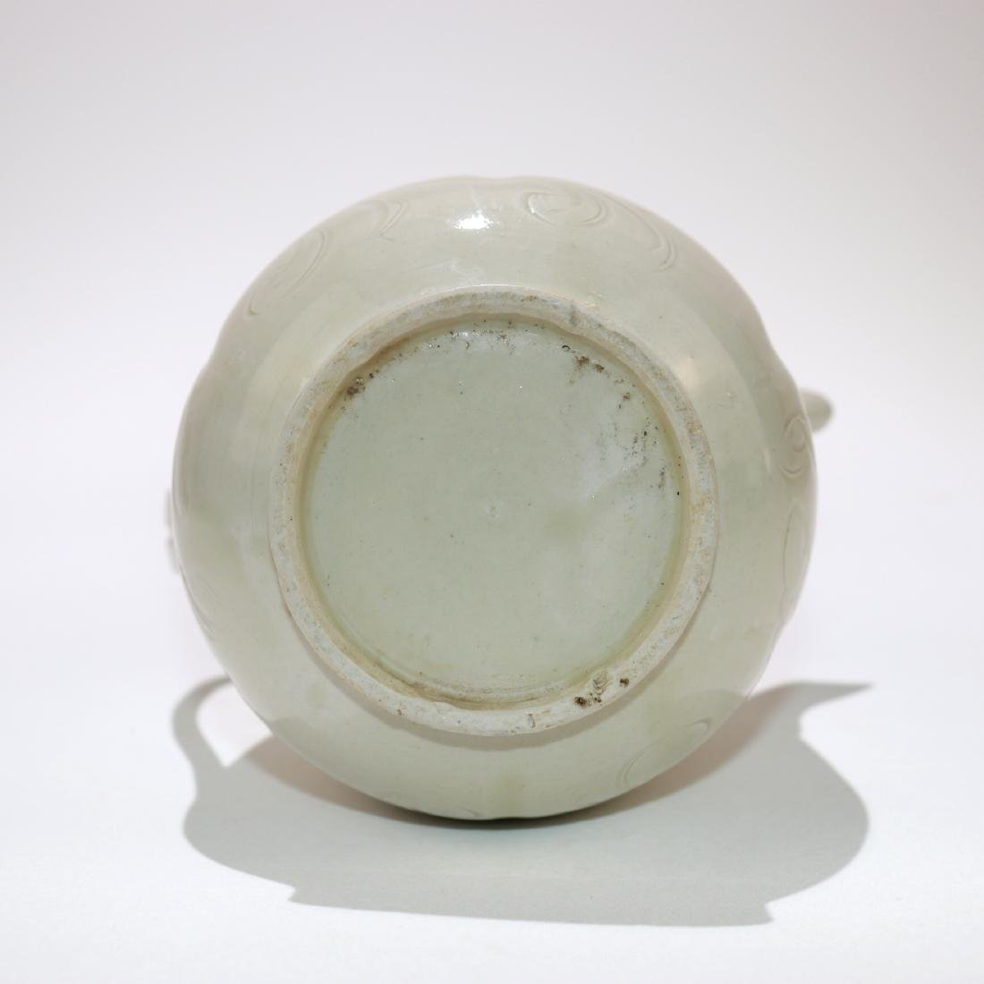 A CHINESE PORCELAIN TEAPOT - 5