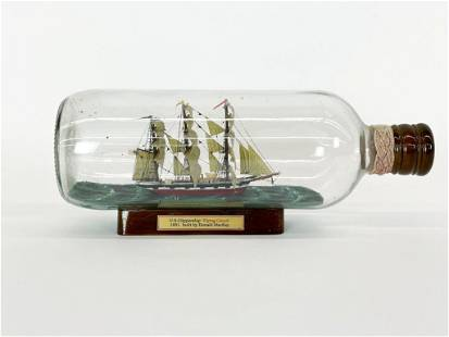 U.S. Clippership Flying Cloud Model Ship in Bottle