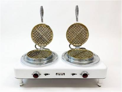 Universal Commercial Enamel Waffle Iron 1920s No. EC76