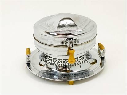 Universal Old English Waffle Iron Bakelite 1930s